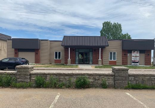 Office Building for sale Pointe-Au-Pic - 640m