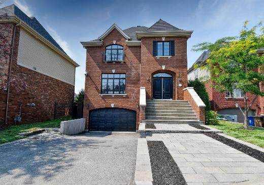 Two or more stories for sale Laval - 488m